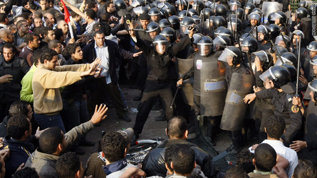 http://i.cnn.net/cnn/interactive/2011/01/world/gallery.egypt.protests/images/02.jpg